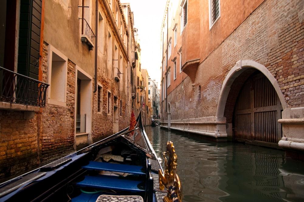 gondola in venice romantic jobs